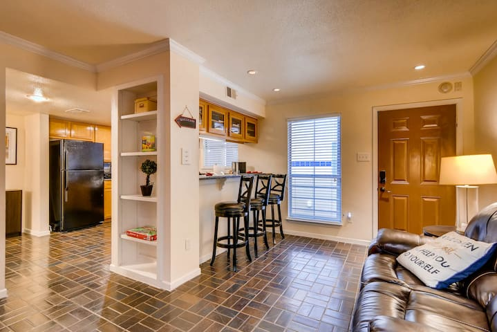 Downtown Austin! Spacious Condo by One Fine Flat