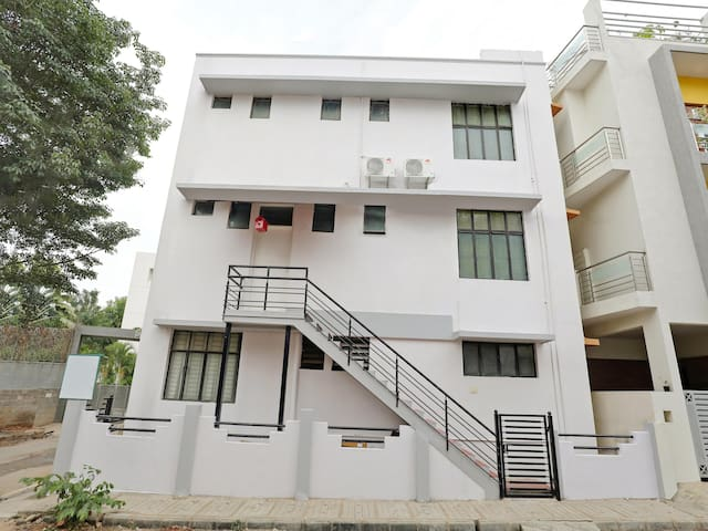 OYO - Well-Located 1BR Homestay at Lowest Prices!