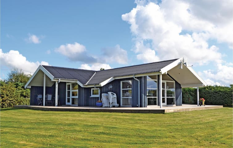 Holiday cottage with 3 bedrooms on 96m² in Løkken