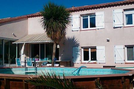 Villa familiale pour des vacances à la mer - Sainte-Marie - วิลล่า