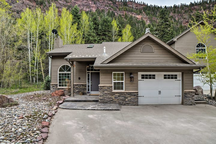 Beautiful Ouray Home w/ Mtn View, 1 Mi. to Town!