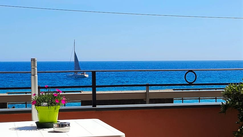 Beautiful and spacious room with a sea view - Bordighera - Bed & Breakfast
