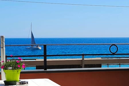 Beautiful and spacious room with a sea view - Bordighera
