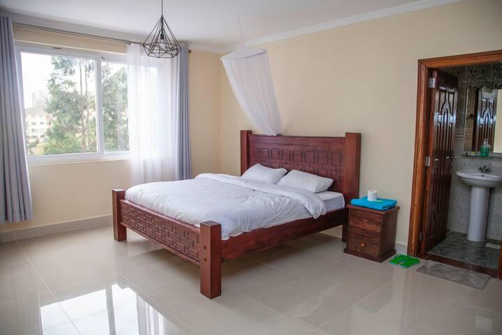 Sunny ensuite room