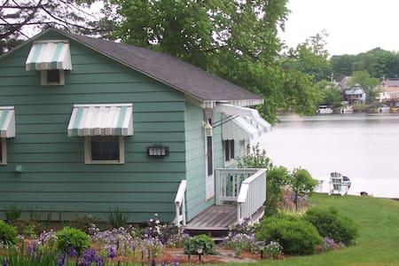 Charming cottage on Lake Lashaway, sleeps 4