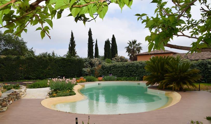"""Le Vieux Mûrier """"Chambre Jaune"""" 4pers vue/piscine/"""