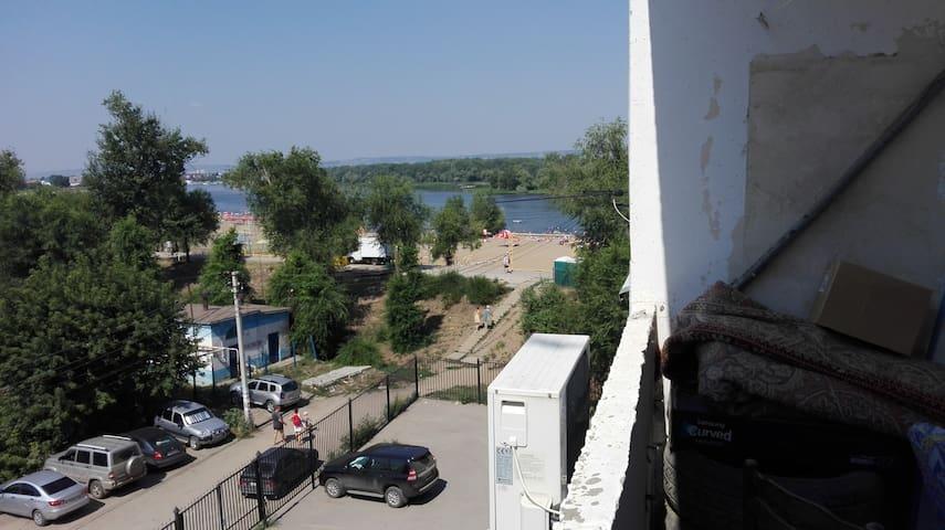 2 к квартира евро на берегу Волги, песчаные пляжи - Engels - Apartment