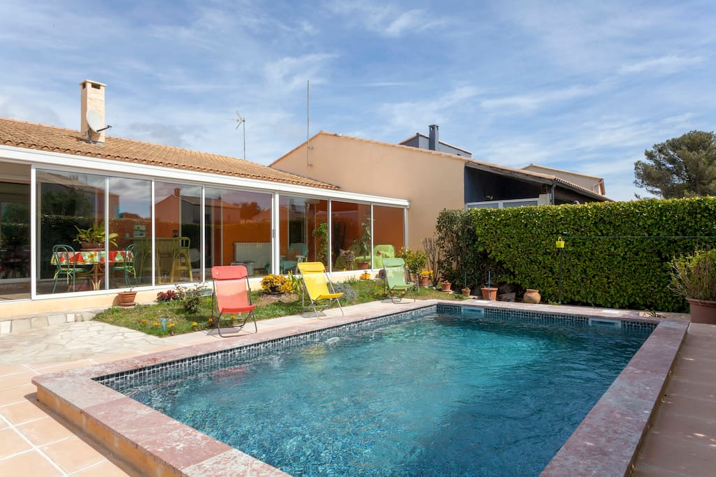 Private pool villa with aircond near montpellier ville for Piscine center montpellier