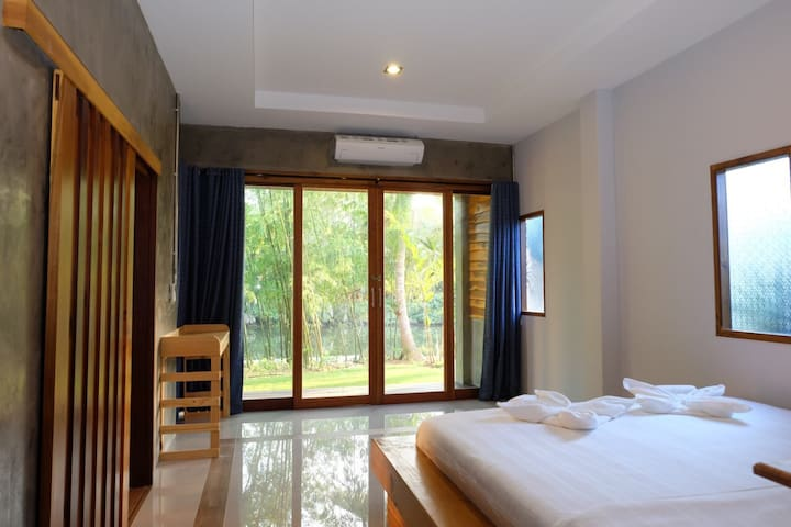 Peaceful Villa Suites River View - Mueang Chumphon District