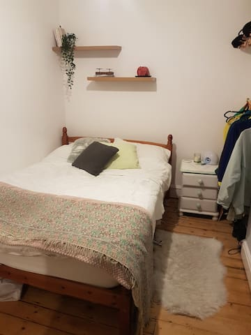 Private room in Cosy terraced house