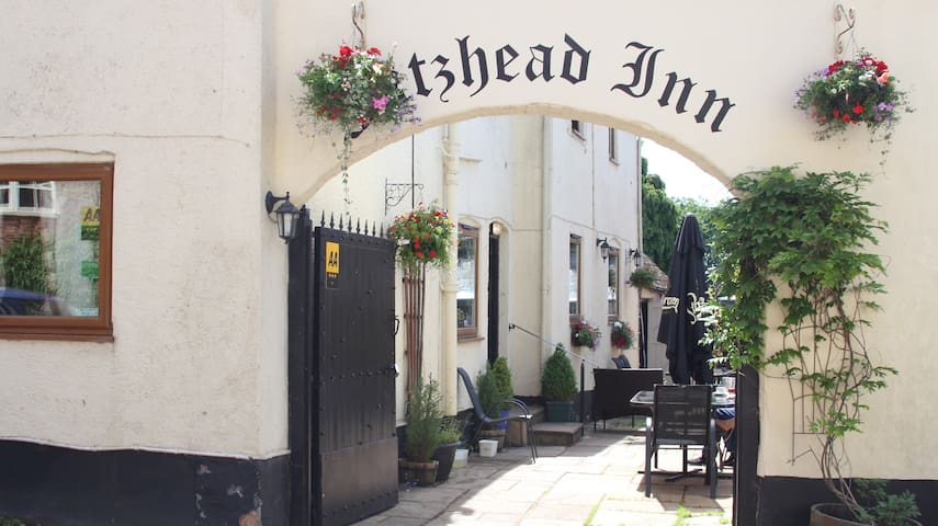 Your own private country pub in idyllic setting