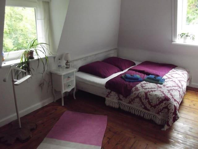 Zweites Zimmer (von 3)  im Haus mit See