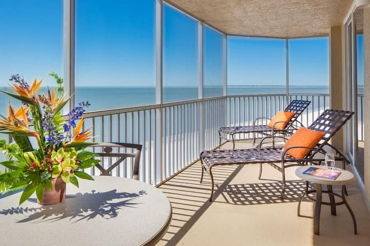 BEACH FRONT 1BR SUITE,  BALCONY, POOL, PARKING!
