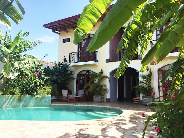 Granada, Nicaragua, Double Queen Bedroom