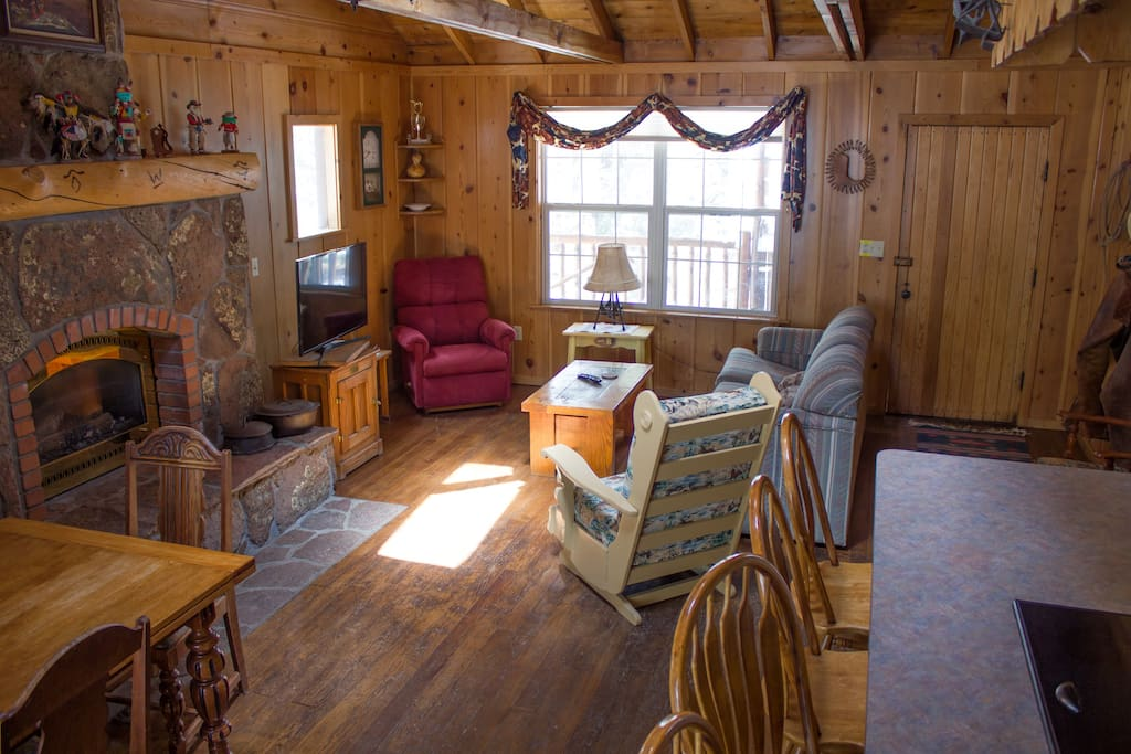 Branding iron cabin cottages for rent in greer arizona for Cabins near greer az