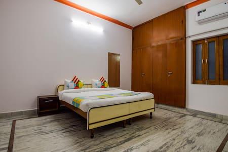 OYO - Discount Alert! Standard 2BR Homestay in Udaipur