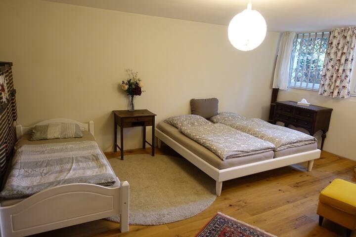 Zimmer in ruhiger Lage, stadtnah, 3 Betten