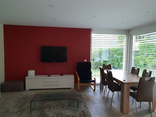Very Modern Apartment with Garden-5' walk from UN