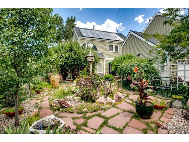 North Boulder Garden Studio with private Patio