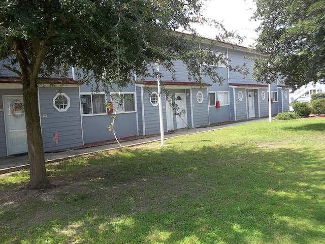 Lovely and Spacious Biloxi Beach Two Bedroom Gem