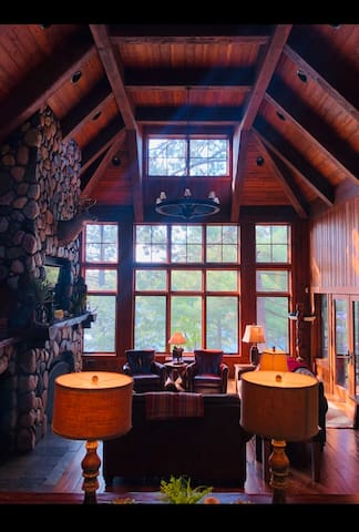 Executive Retreat: Theater, Tennis, Sauna, Hot Tub