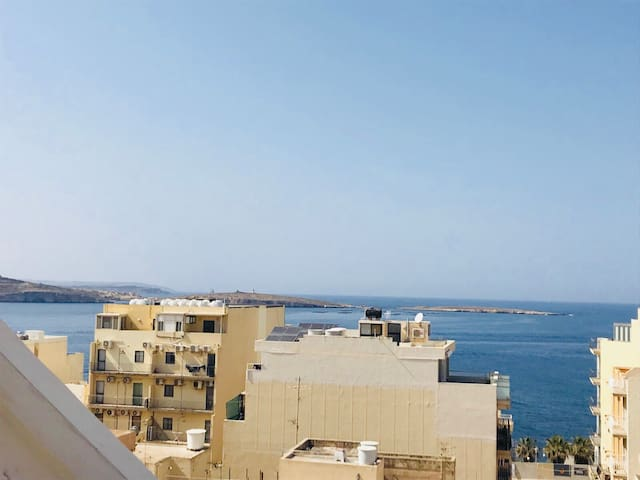 One Bedroom luxury penthouse with seaview