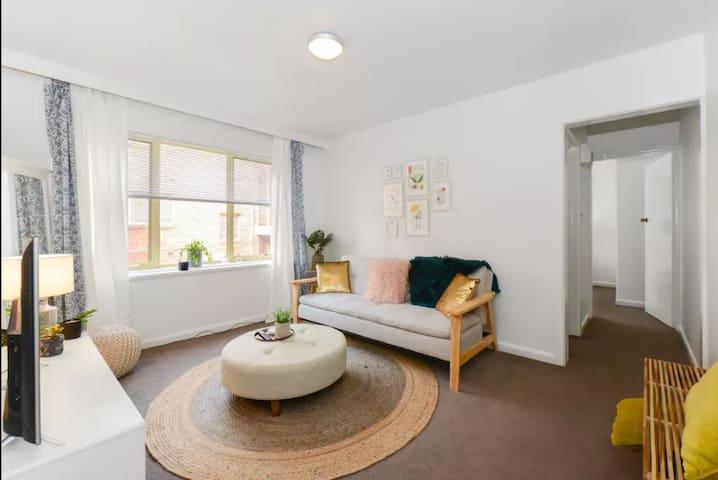 Magnificent Mitford Street St.Kilda Apartment 1Bed