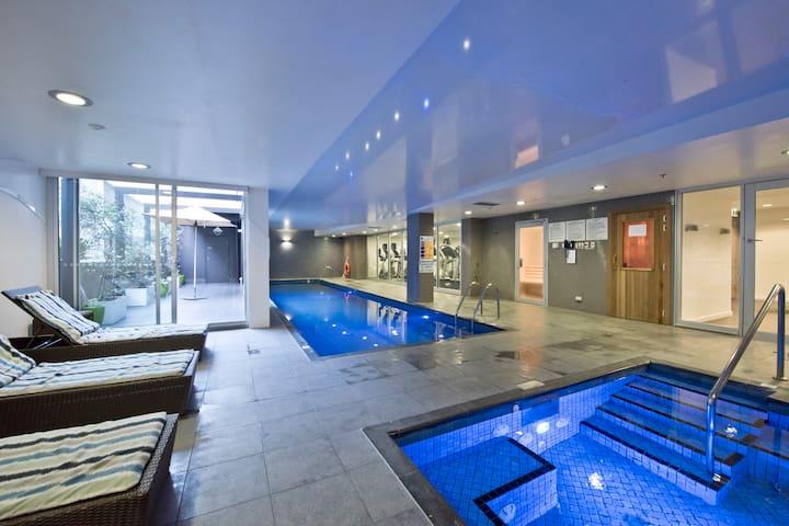 Luxury City Apt w/ Pool, Gym, Spa, Netflix