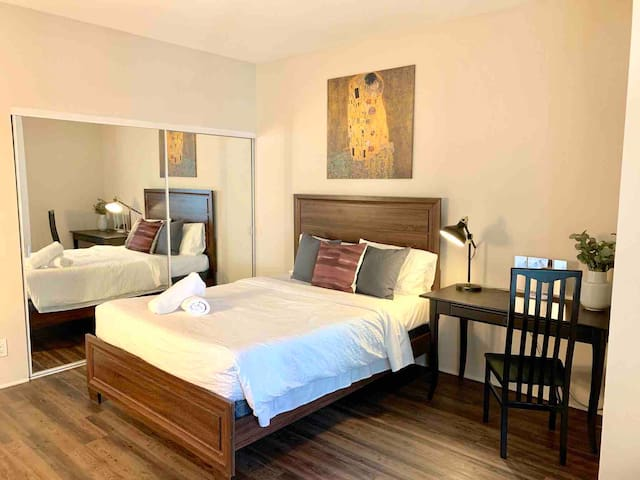 Extra Large Private Bdrm Shared Bath near UCLA