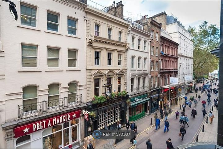 Studio flat in the heart of West End London