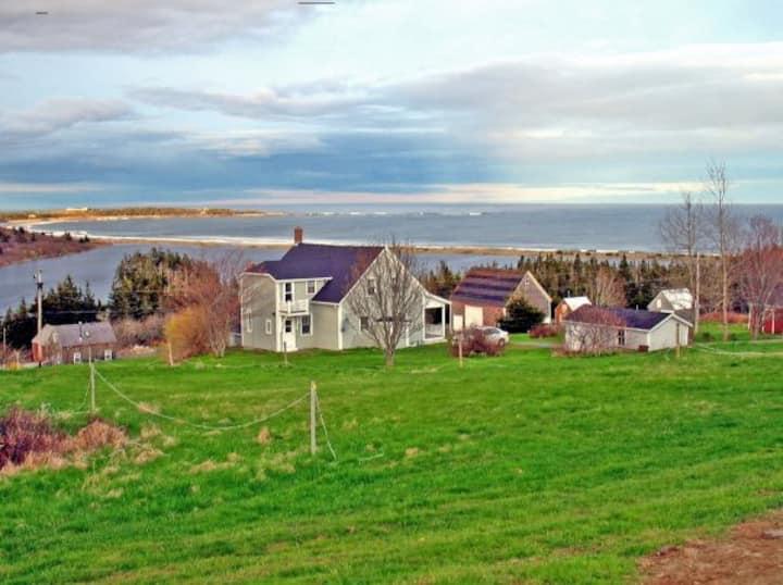 Upper Kingsburg Cottage Overlooking the Atlantic