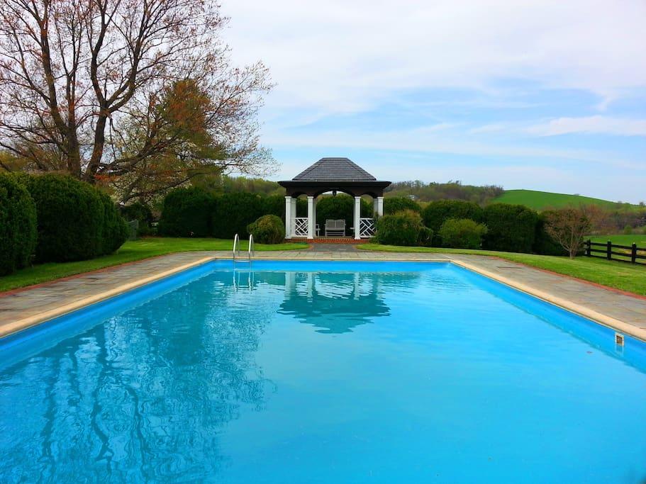 Private pool plus tennis court