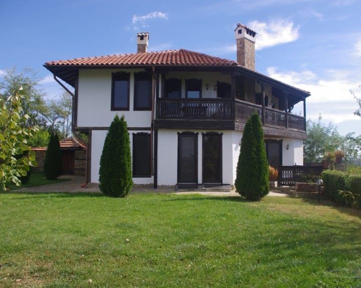"""Guest House """"Villa Nikolina"""""""