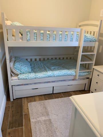 Bunk beds x2 single