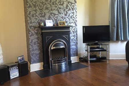 North Leeds home with double room - Лидс - Дом