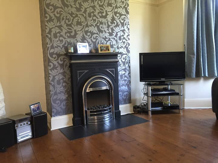 North Leeds home with double room