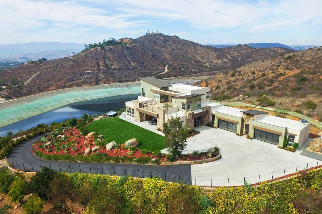 Private 8 acre oasis dragon point villa villas for for Villas california
