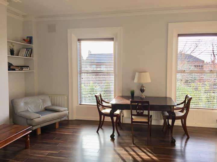 Elegant Ranelagh Apartment