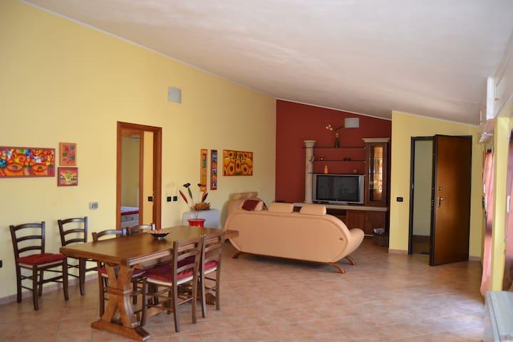 Appartamento accogliente a Carbonia 6 posti letto - Carbonia - Квартира