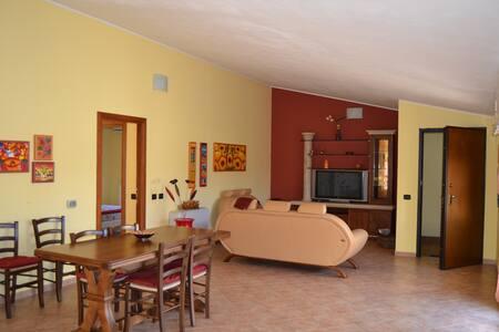 Appartamento accogliente a Carbonia 6 posti letto - Carbonia