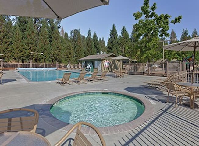 Close to Yosemite - Sleeps 6 *Lots of Amenities!*