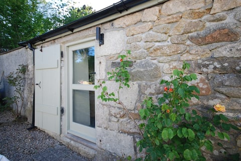 The Nutmeg; en-suite, private entrance & garden