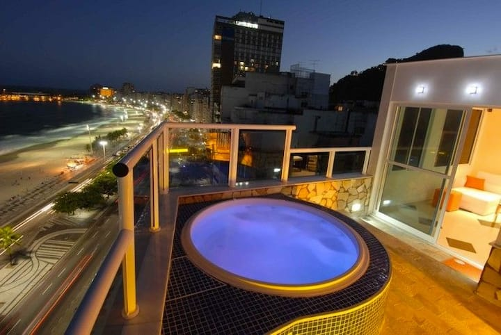 Oceanfront penthouse with private pool in Copacabana!