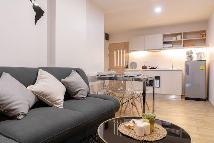 Brand New apartment 2BR! 5 mins walk to Sky train!