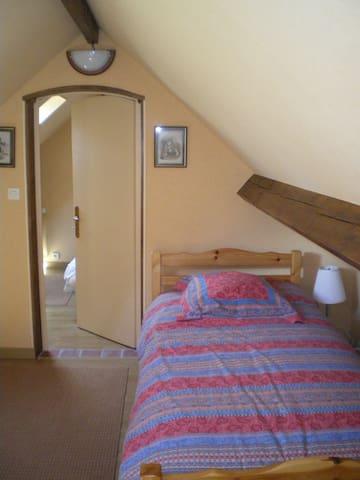 2ème chambre : 1 lit une personne