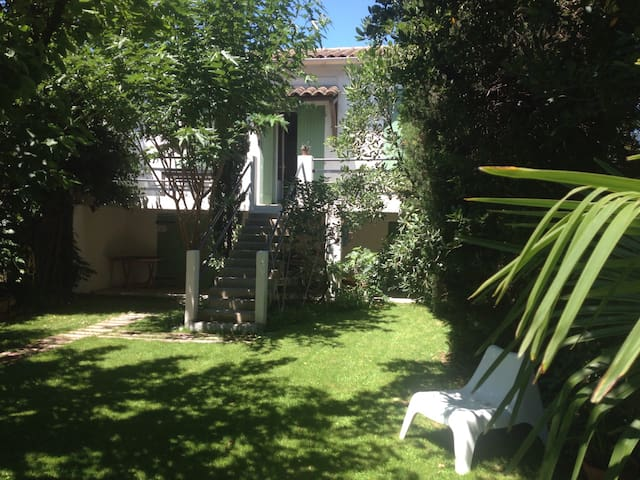 Nice little house with garden ! - Avignon - Rumah