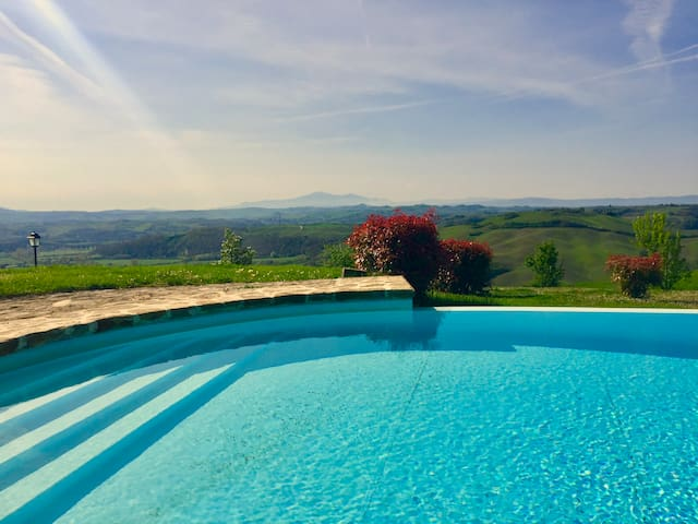 Asciano, Tuscany, enjoy our great 360* panorama!