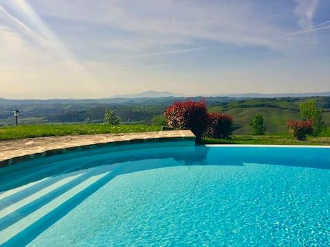 Siena, Tuscany. Stunning 360* view, infinity pool