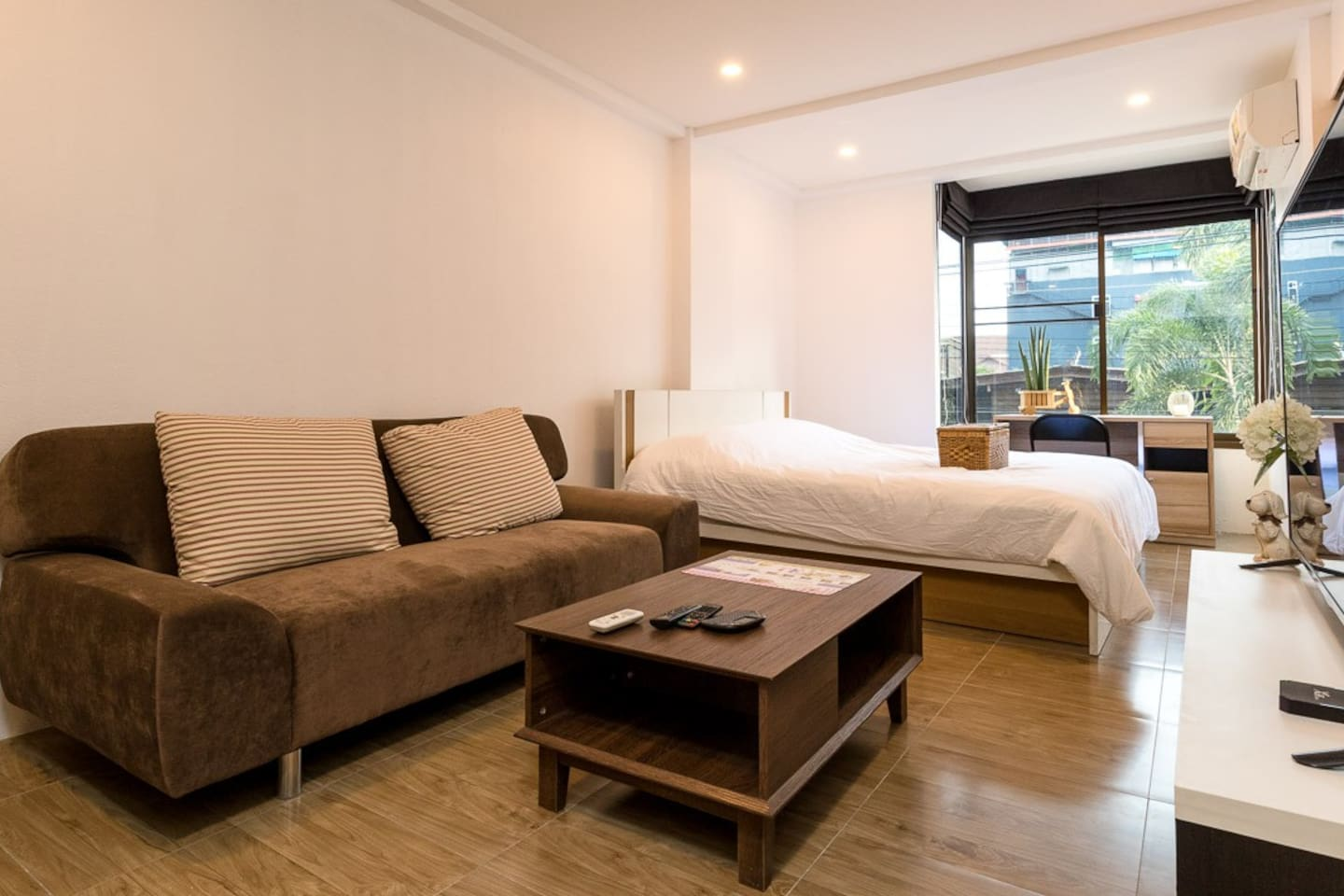 Comfy room, great location near Trendy NIMMAN road
