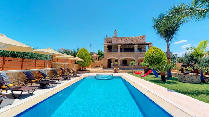 Giovanda 5BR Villa: Private Pool, large Garden
